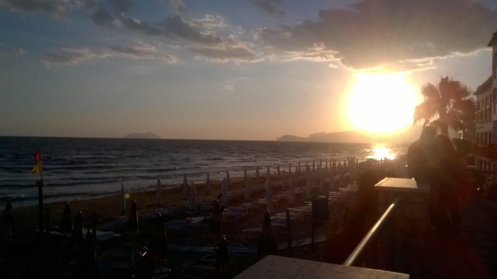 tramonto sul mare a Sperlonga
